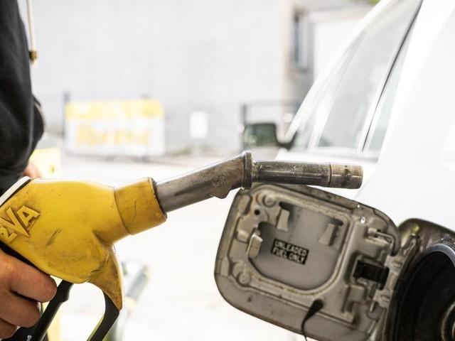 Kosten: Benzin um die Hälfte billiger
