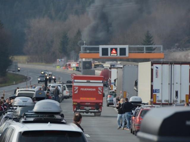 Polizei schickt Zivilstreife in Rettungsgasse