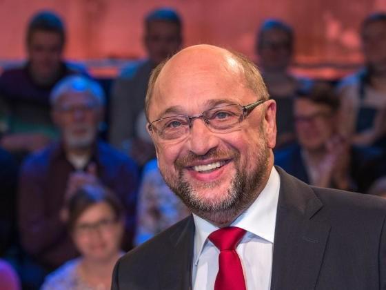 Schulz attackiert Merkel bei Renten- und Mietpolitik
