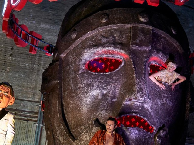 Castorf inszeniert Jelinek: Artisten, Tiere, Attraktionen