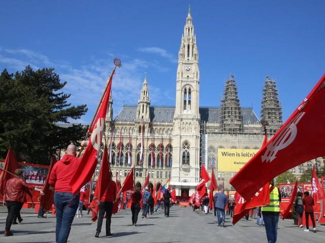 1. Mai am Wiener Rathausplatz: Ein Tag mit einem Promille