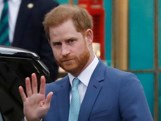 Foto des jungen Prinz Philip könnte Gerücht widerlegen, dass Harry nicht Charles Sohn ist