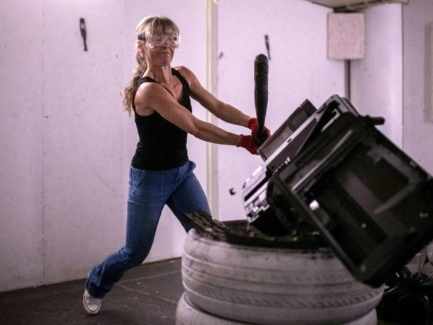 Schluss mit Benehmen: Frauen im Wutraum