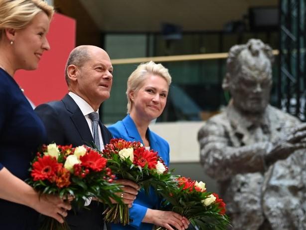 Wahlen: Schwesig und Giffey: Zwei starke Frauen für Scholz
