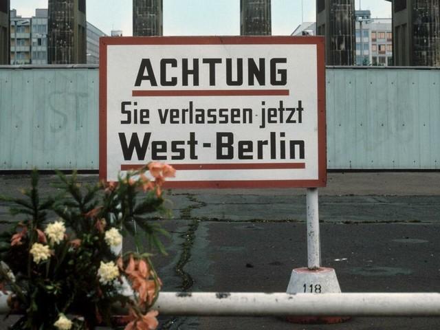 30 Jahre Mauerfall: Wie der Eiserne Vorhang erste Risse bekam