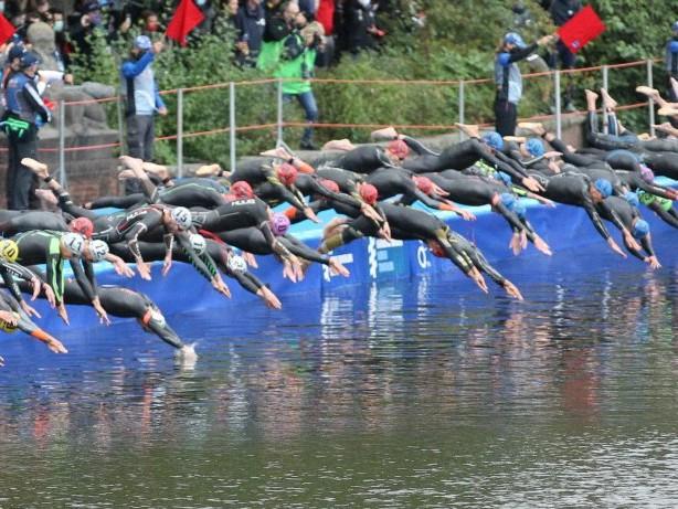 Sport in Hamburg: Triathlon: Warum das Rathaus einen Sichtschutz bekommt