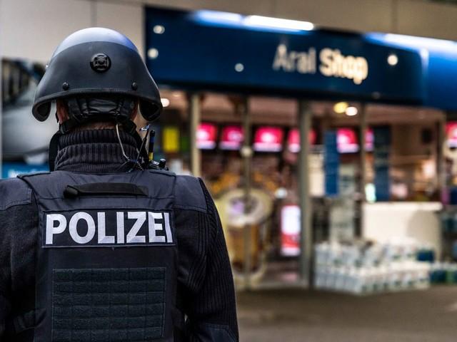 Idar-Oberstein in Rheinland-Pfalz: Bewaffneter erschießt Angestellten einer Tankstelle