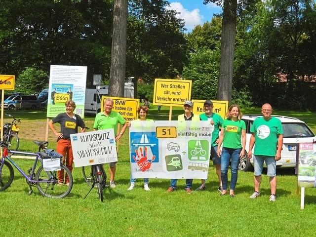 """Das """"Wahnsinnsprojekt"""" stoppen -Protest gegen Ausbau von B51 und B64"""