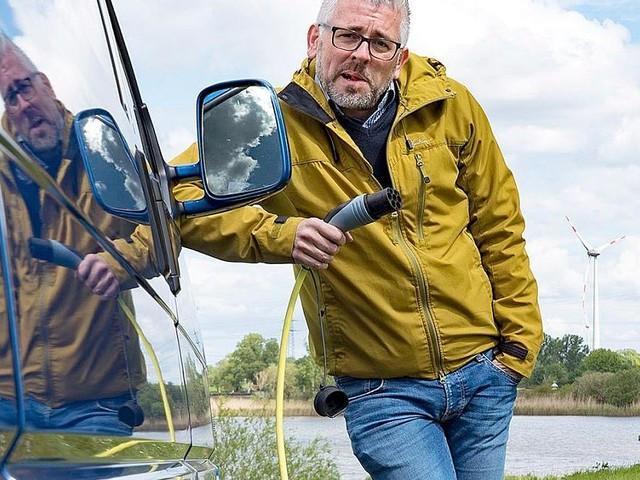 """ARD-Reporter verzweifelt an Ladesäule - """"So wird es das E-Auto schwer haben"""""""
