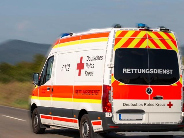 Sachsen: Bundeswehrtransporter prallt gegen Auto – Frau stirbt