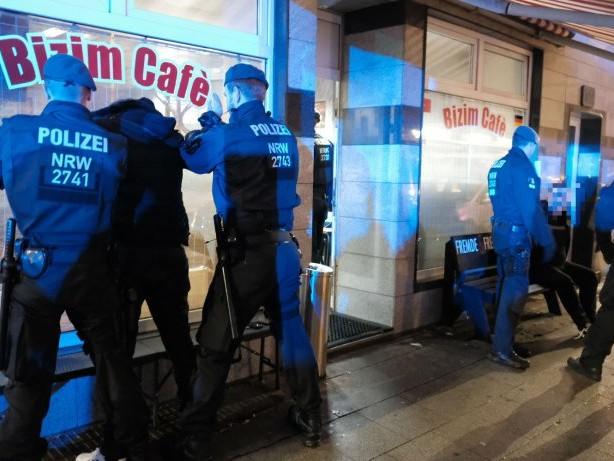 Clans: Groß-Razzia gegen Clans: Polizei ist in Essen im Einsatz