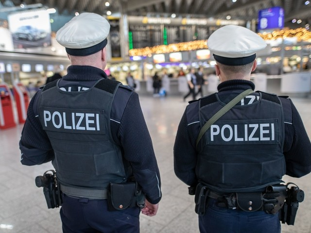Mutmaßliche IS-Anhängerin bei ihrer Einreise in Deutschland festgenommen