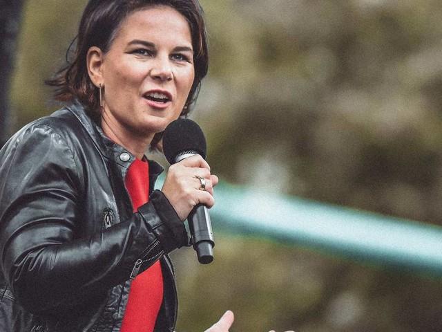 Baerbock verstärkt im Wahlkampfendspurt Angriffe auf CDU und SPD