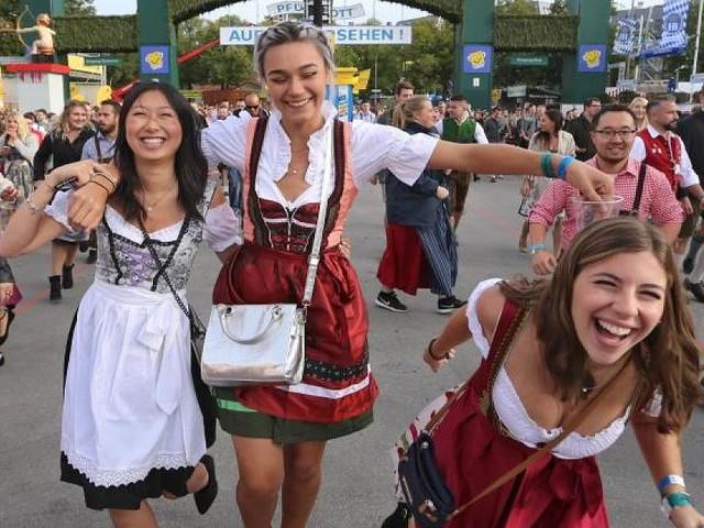 Civey-Umfrage für FOCUS Online - Muss man in Dirndl und Lederhose zur Wiesn? So denkt Deutschland