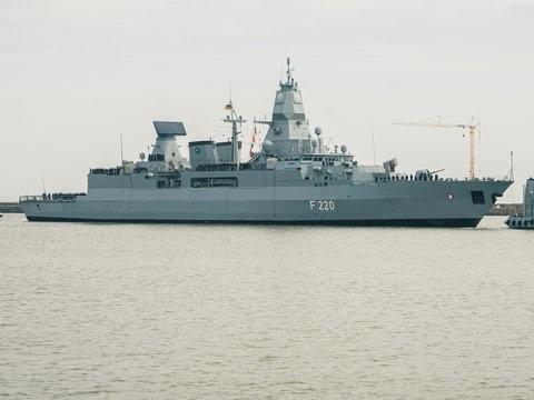 Überwachung des Waffenembargos - Libyen: Deutschland schickt Fregatte ins Mittelmeer