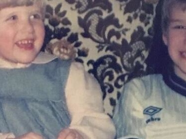 David Beckham postet süßes Kinderbild mit seiner Schwester Joanne