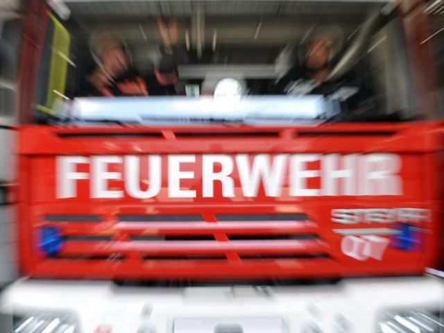 Brand in Wohnaus in Tirol - Rund 140 Feuerwehrleute im Einsatz