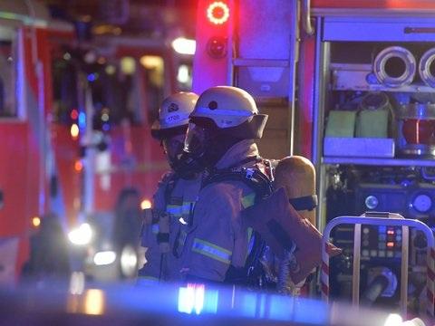 Brand in Mehrfamilienhaus: Zehn Menschen im Krankenhaus