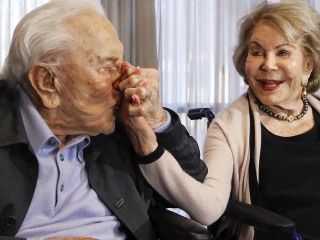 Kirk Douglas Witwe Anne ist tot – Michael Douglas trauert