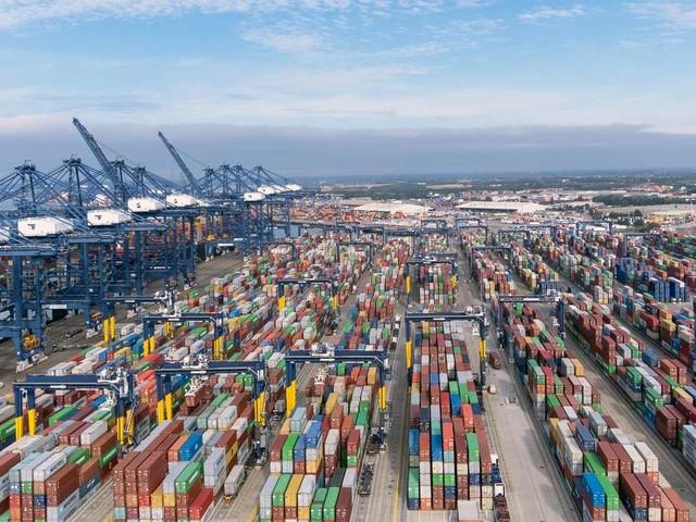 Brexit: Container-Stau - Jetzt machen auch die britischen Häfen schlapp und Reederei zieht die Notbremse
