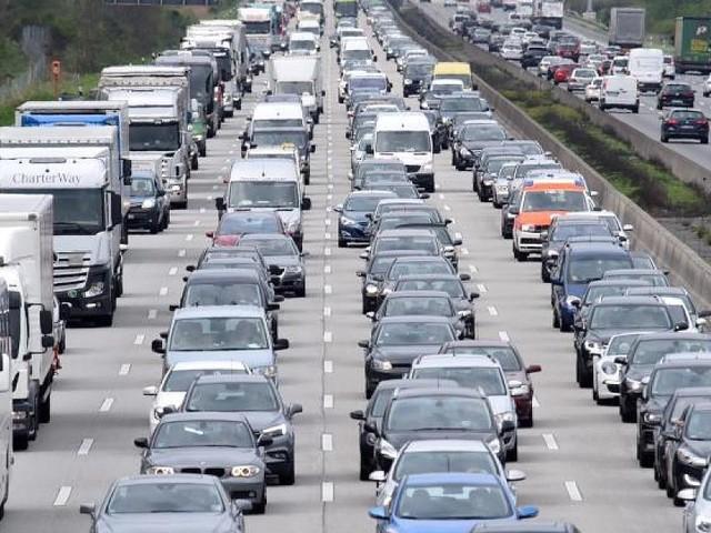 """""""Nur noch abgasfreie Autos"""" - Grüne wollen Diesel und Benziner verbieten"""