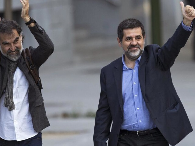 Spanien erlässt Haftbefehl gegen katalanische Aktivisten