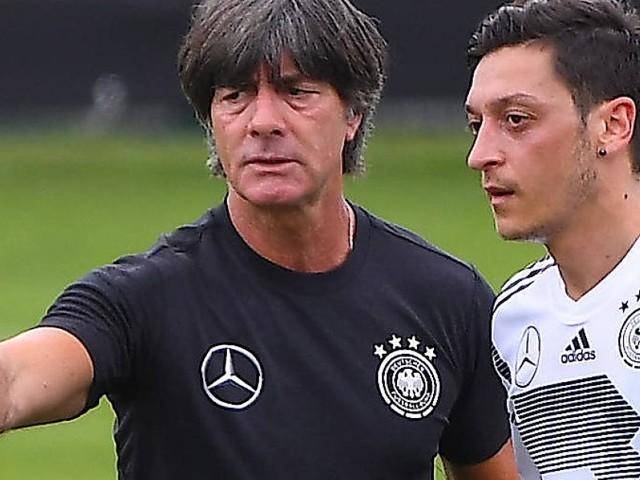 Drei Jahre nach DFB-Rücktritt: Özil hofft auf Besuch von Löw