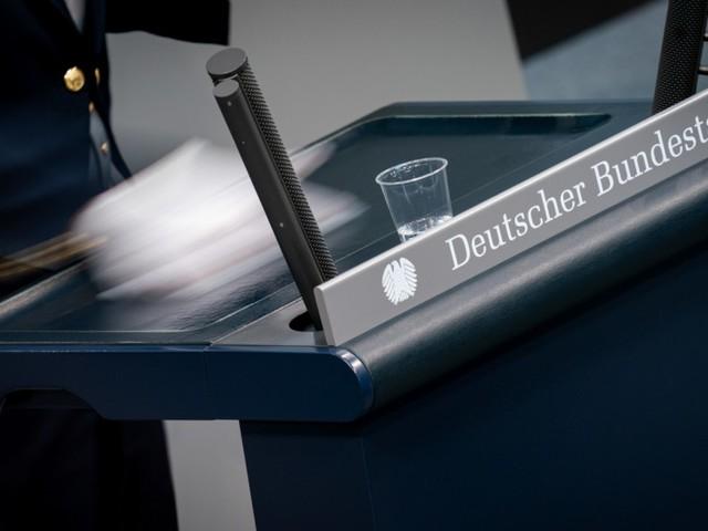 Coronavirus in Deutschland: Bundestag stimmt über Lockerungen für Geimpfte ab