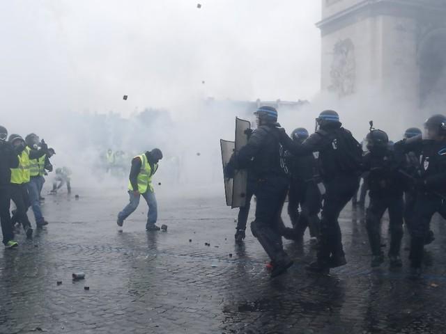 """""""Gelbwesten""""-Proteste in Paris: Polizei nimmt Dutzende Demonstranten fest"""