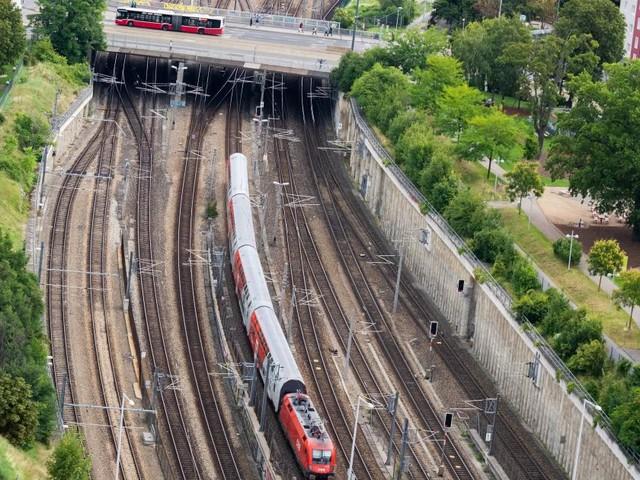 Greenpeace: 80 Prozent der Kurzstreckenflüge mit Bahn machbar