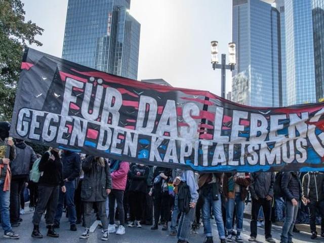 Demo in Frankfurt kritisiert Macht der Finanzmärkte