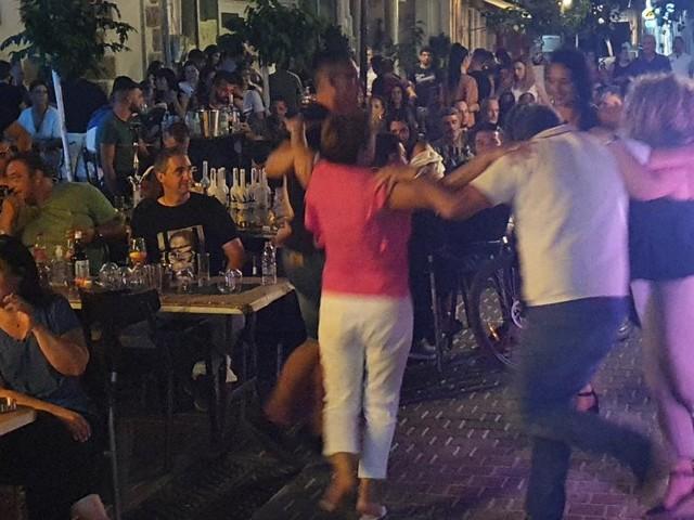 Kreta: Hunderte feiern ohne Abstand und Masken auf der Insel