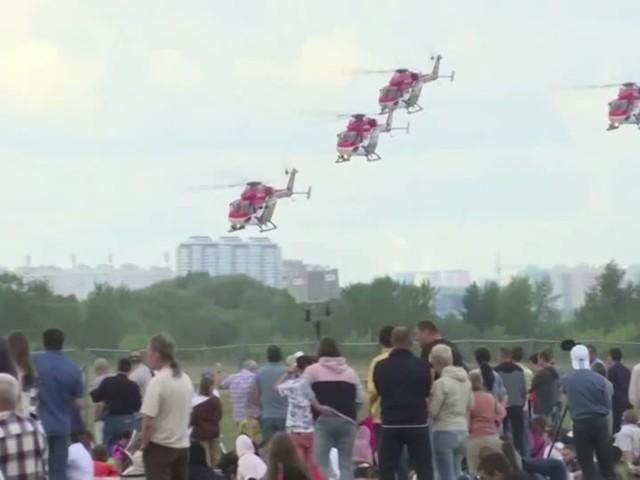 Video: Indische Helikopter auf russischer Flugshow