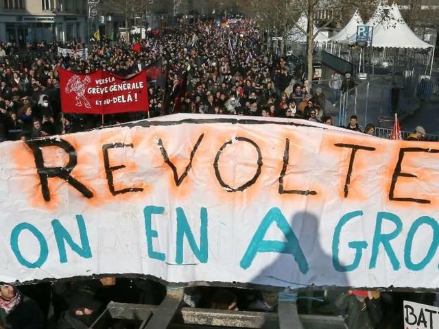 Protest gegen Macron: Massiver Streik in Frankreich gehen weiter