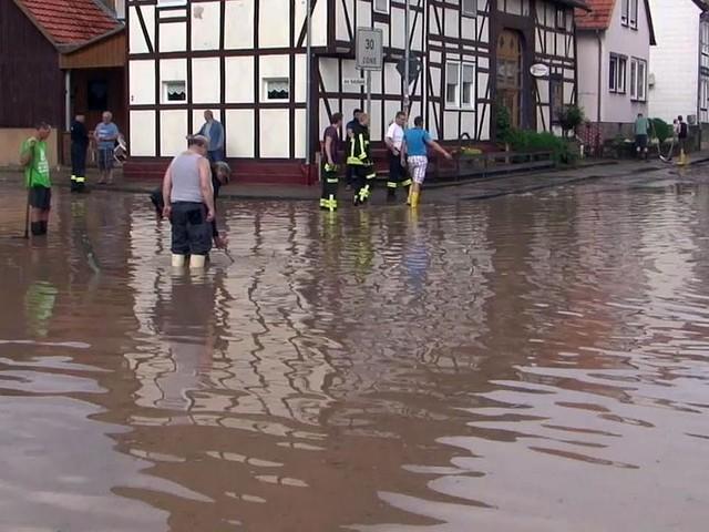 Straßen nach Unwettern in Nordhessen gesperrt