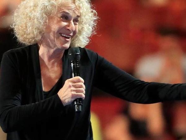 Textpassage umgedichtet: Carole King schreibt Song «So Far Away» in Corona-Krise um