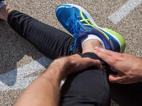 Gegen überdehnte Bänder: Muskulatur gezielt trainieren und stärken