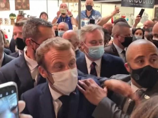 """Frankreichs Präsident: Macron auf Gastro-Messe mit Ei beworfen – Angreifer rief """"Vive la revolution!"""""""