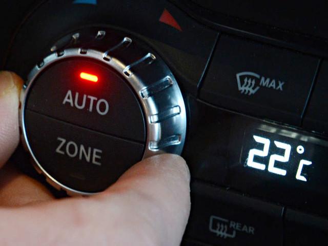 Verbraucht das Auto wirklich mehr, wenn die Klimaanlage an ist? Ein Experte klärt auf