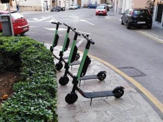 - Fußgänger vermöbelt Elektro-Rollerfahrer in Ciutat Jardí