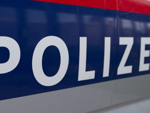 Auto in Kärnten von Zug zerfetzt: Insassen flüchteten in letzter Sekunde