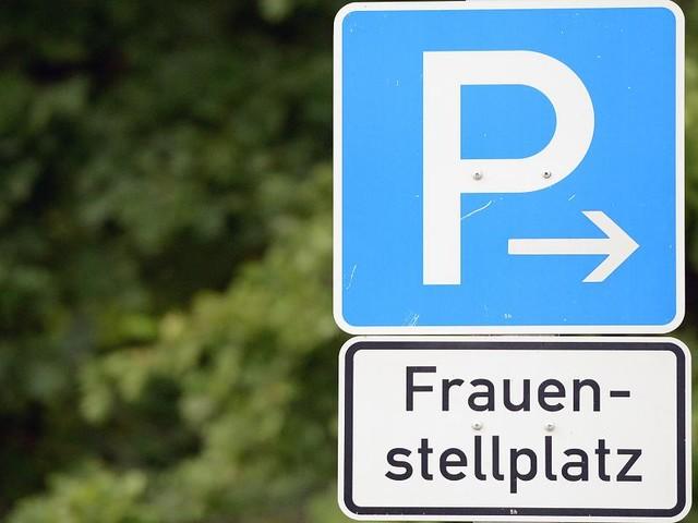 Prozess in München - Diskriminierung? Mann verklagt Stadt wegen Frauenparkplätzen – die ist entsetzt