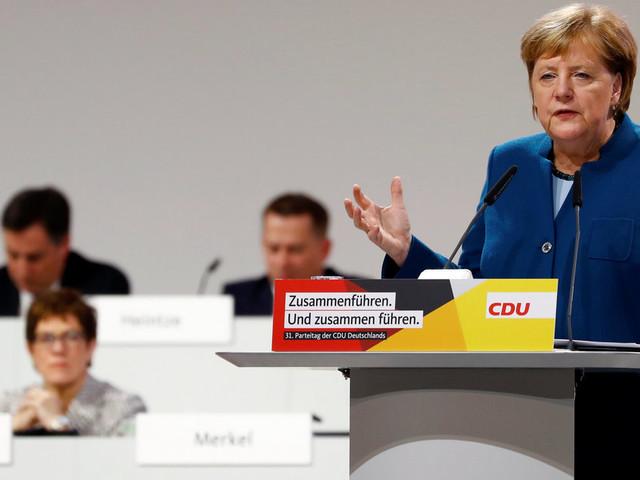 CDU-Ticker: Merkel kämpft mit Tränen – auch AKK sichtlich gerührt