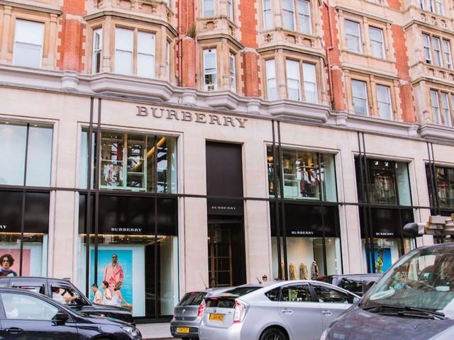 Versace-Geschäftsführer Jonathan Akeroyd wechselt zu Burberry