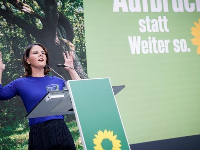 """Bundestagswahl im News-Ticker – Baerbock ruft zum Kampf um Stimmen der Unentschlossenen auf + Laschet rechnet mit """"knapper Wahl"""""""