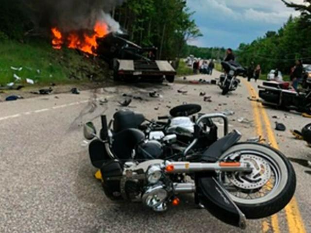 Schwerer Unfall in den USA: Kleinlaster fährt frontal in Biker-Kolonne - sieben Tote