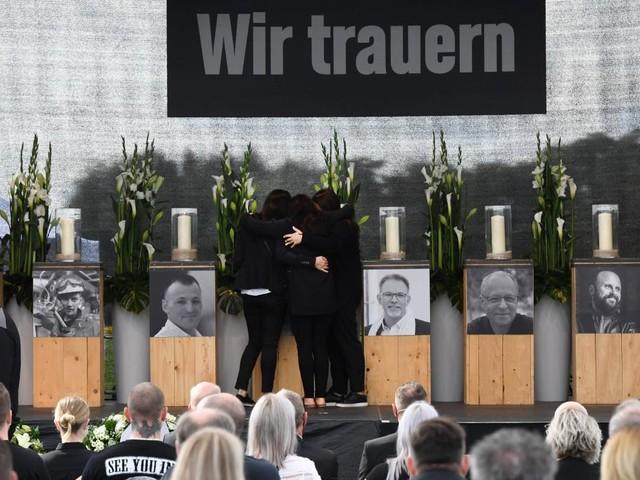Bewegende Gedenkfeier für Opfer der Explosion in Chemiepark
