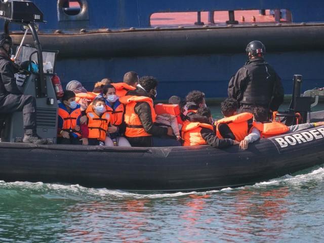 Britische Behörden erwarten Tausende weitere Migranten am Ärmelkanal