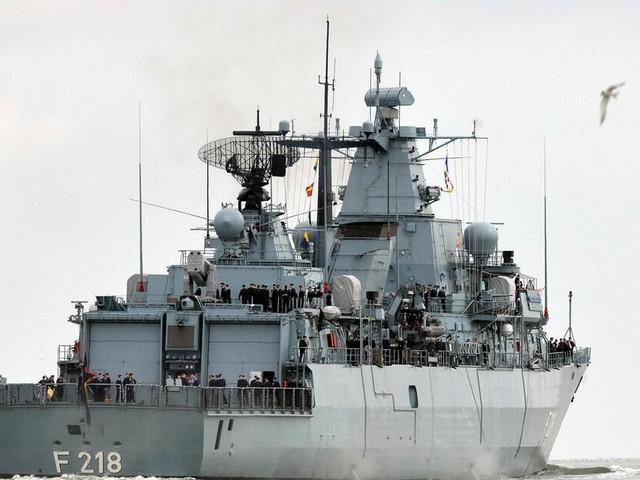Bundeswehr rettet 102 Flüchtlinge aus Seenot