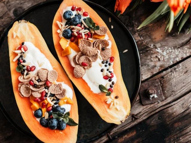 Food Trend: Warum jetzt alle ihr Frühstück aus einer Papaya löffeln